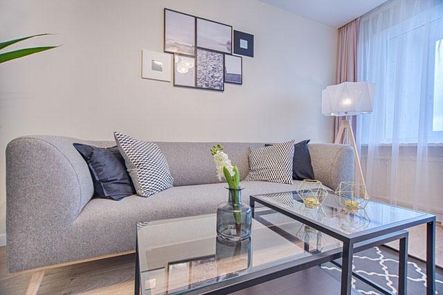 Jak kreatywnie wypełnić przestrzeń salonu?