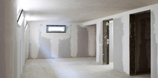Co jest ważne przy usuwaniu wilgoci z piwnic?