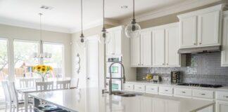 Niebanalna ściana z płytkami w kuchni